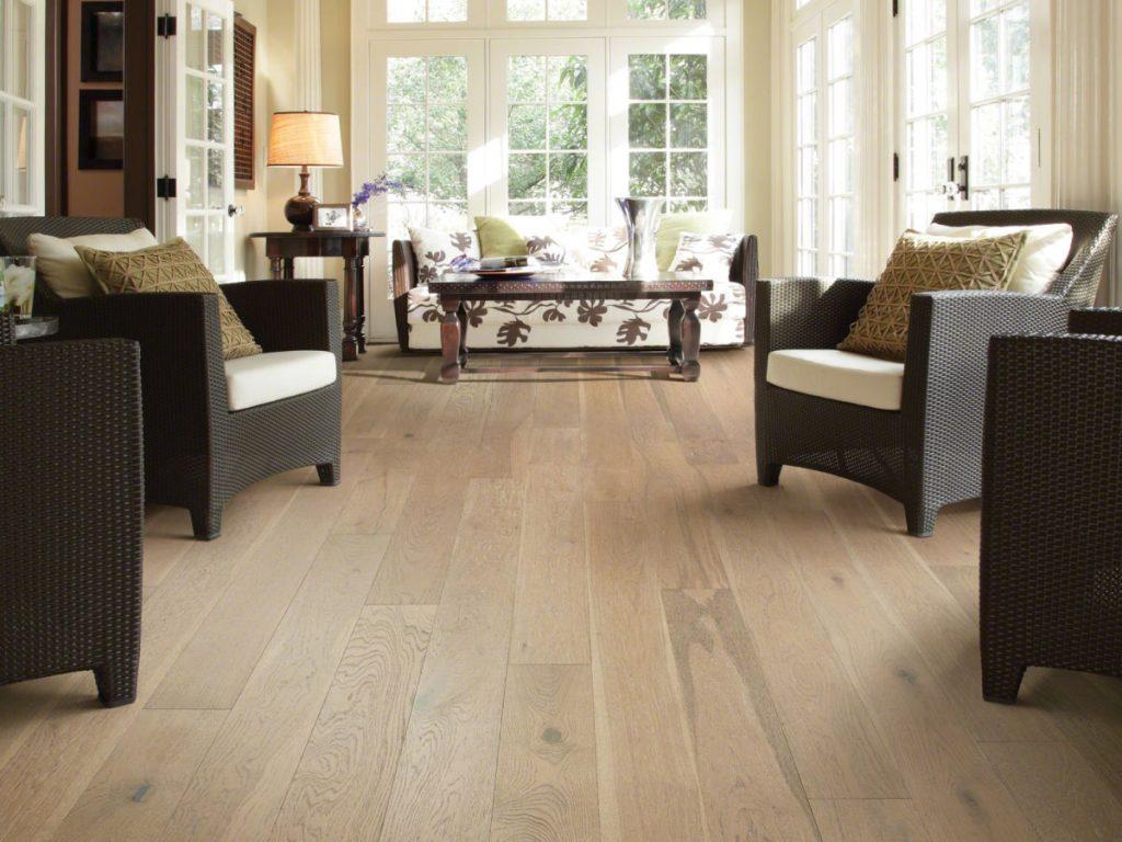 Coffee table and chairs on hardwood floor | baycountryfloors